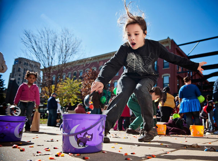 halloween-für-kinder-ein-laufendes-kind