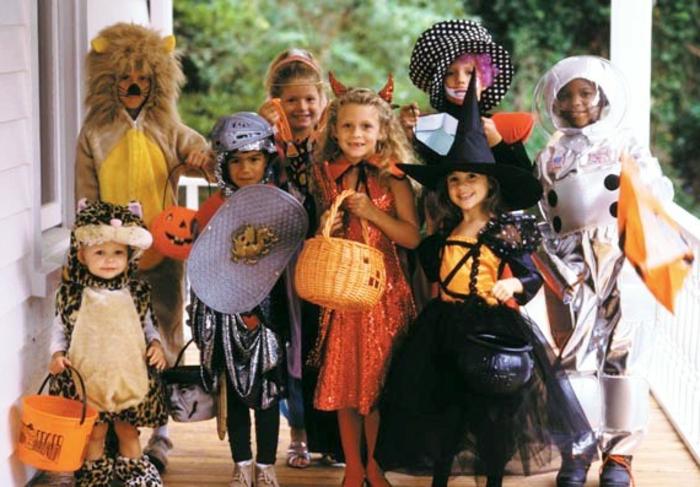 halloween-für-kinder-kinder-haben-spaß-zusammen