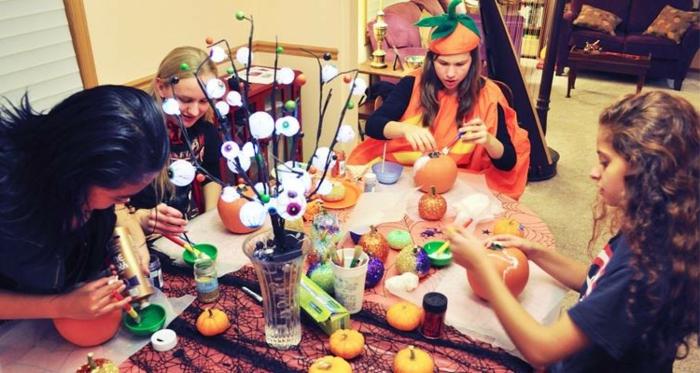 halloween-für-kinder-tolles-foto-viele-bunte-farben