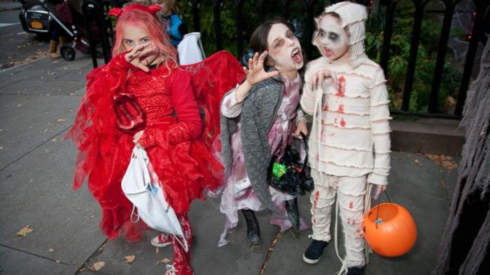 halloween-für-kinder-wunderschönes-foto-von-kleinen-kindern