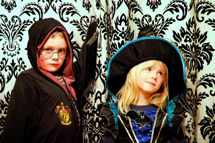halloween-für-kinder-zwei-schöne-kinder