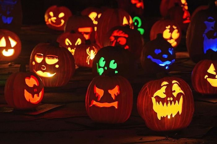 halloween-kürbisse-bunte-farben-überall
