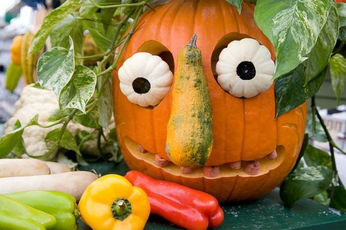 halloween-kürbisse-lustiges-modell-mit-großen-augen
