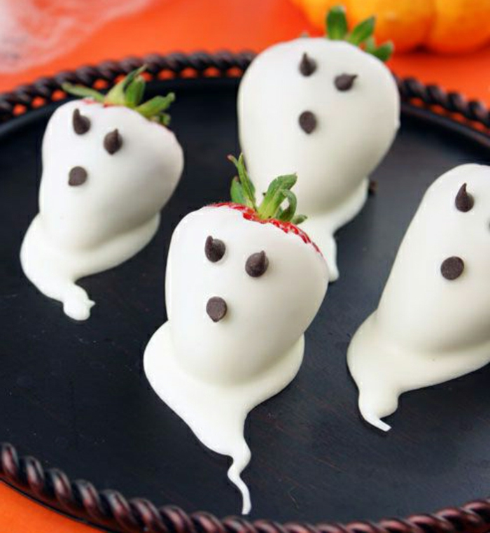 halloween-süßigkeiten-erdbeeren-weiß