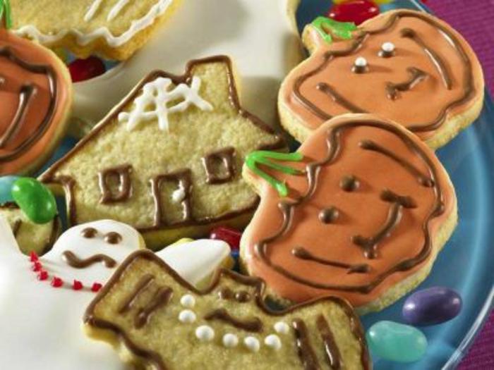 halloween-süßigkeiten-kuchen-häuser-und-kürbisse