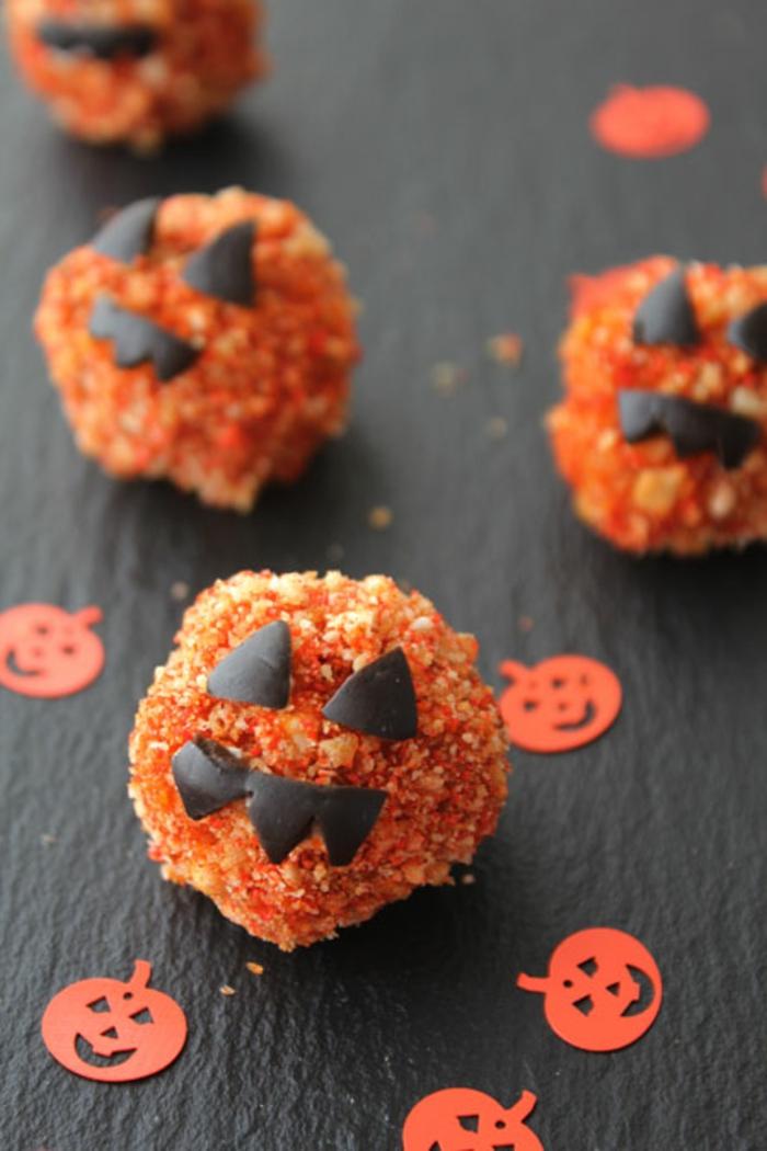 halloween-süßigkeiten-kugeln-schokolade-kürbisse