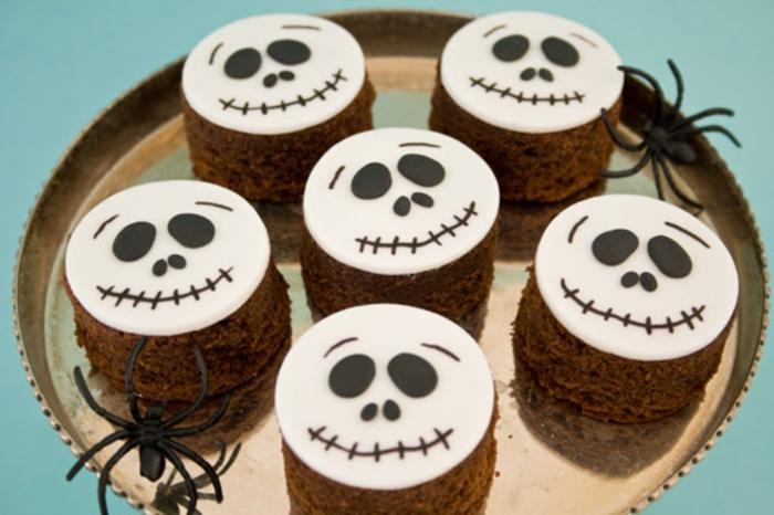 halloween-süßigkeiten-mini-schokoladenkuchen