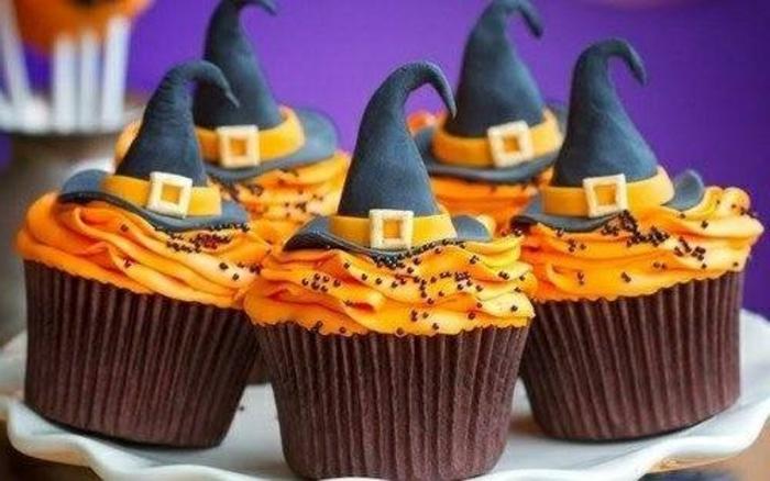 halloween-süßigkeiten-minikuchen-hüte