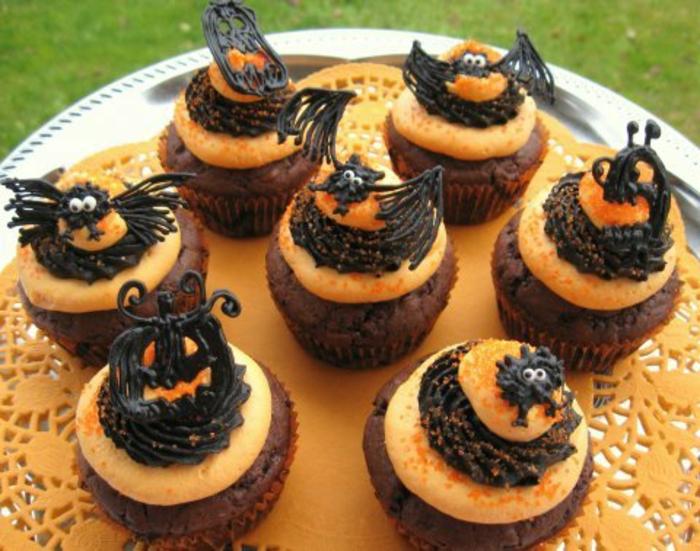 halloween-süßigkeiten-muffins-mit-schwarze-fledermaus