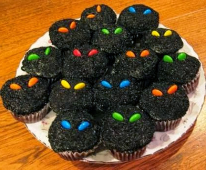 halloween-süßigkeiten-muffins-schwarz