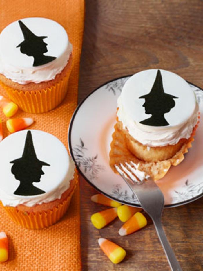 halloween-süßigkeiten-orange-decke-hexen