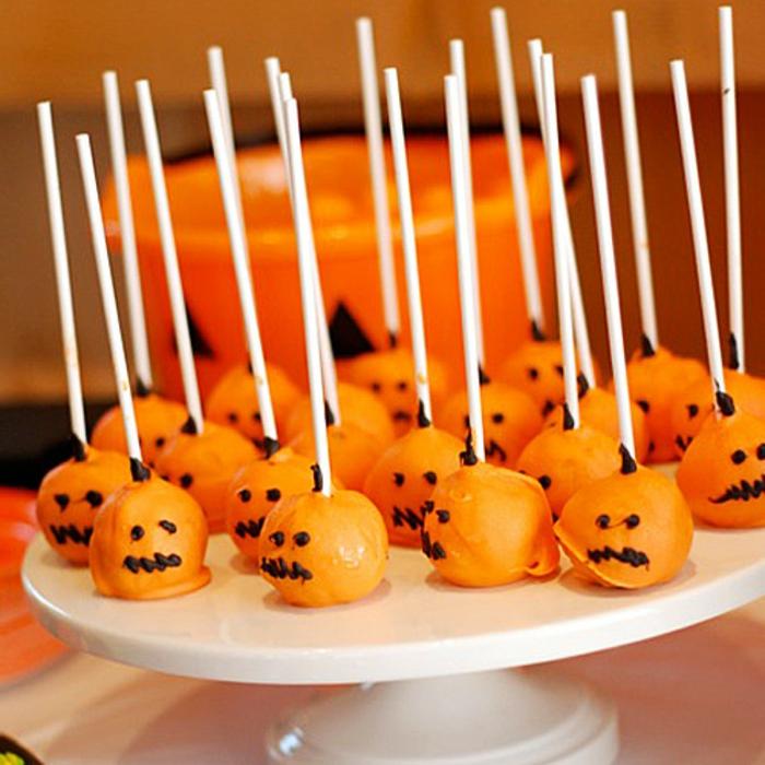 halloween-süßigkeiten-party-kürbisse