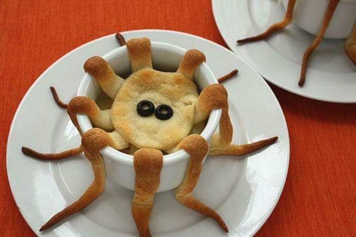 halloween-süßigkeiten-spinne-tasse
