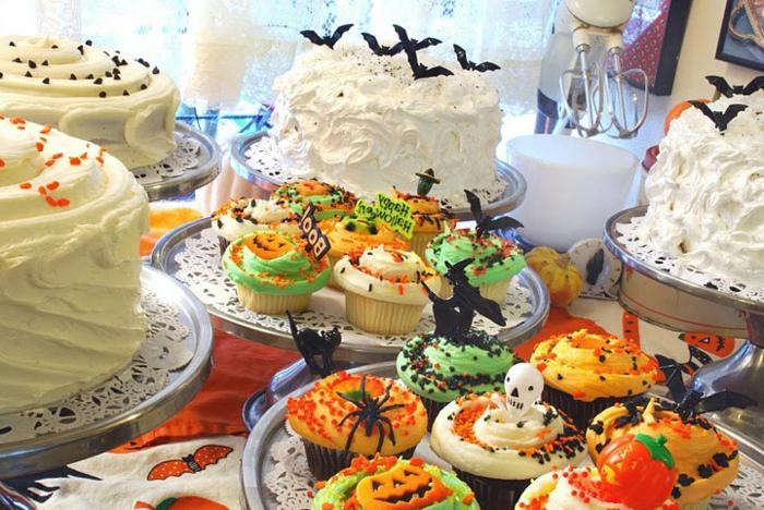 halloween-süßigkeiten-torten-minikuchen