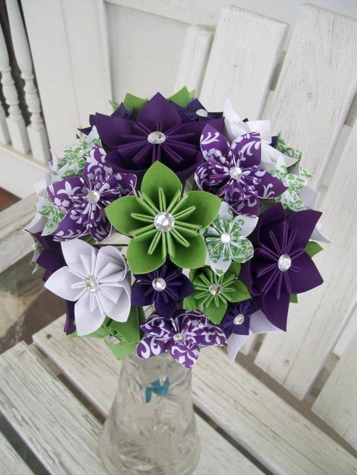 handgemachter-Strauß-Papierblumen-origami-kunst-buntgrün-lila-weiß