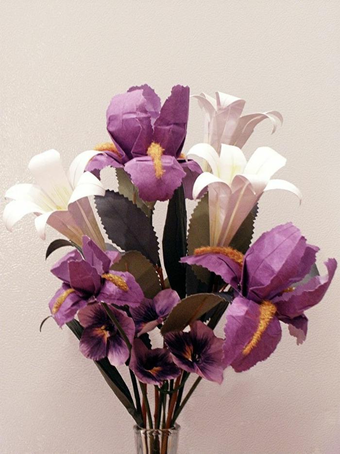 herrlicher-Strauß-origami-blumen-lila-weiß