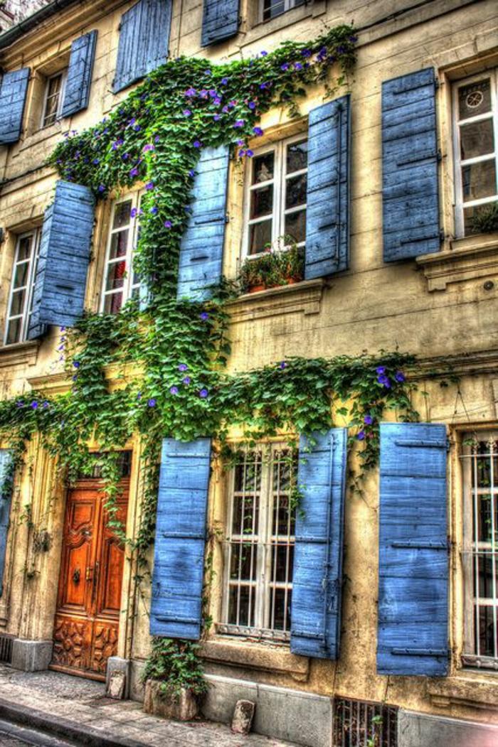 herrliches-Haus-blaue-Fensterläden
