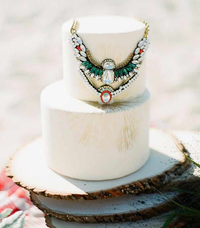 indische-Hochzeit-Strand-Tradition-Torte-Kette-Boho-Stil-Dekoration