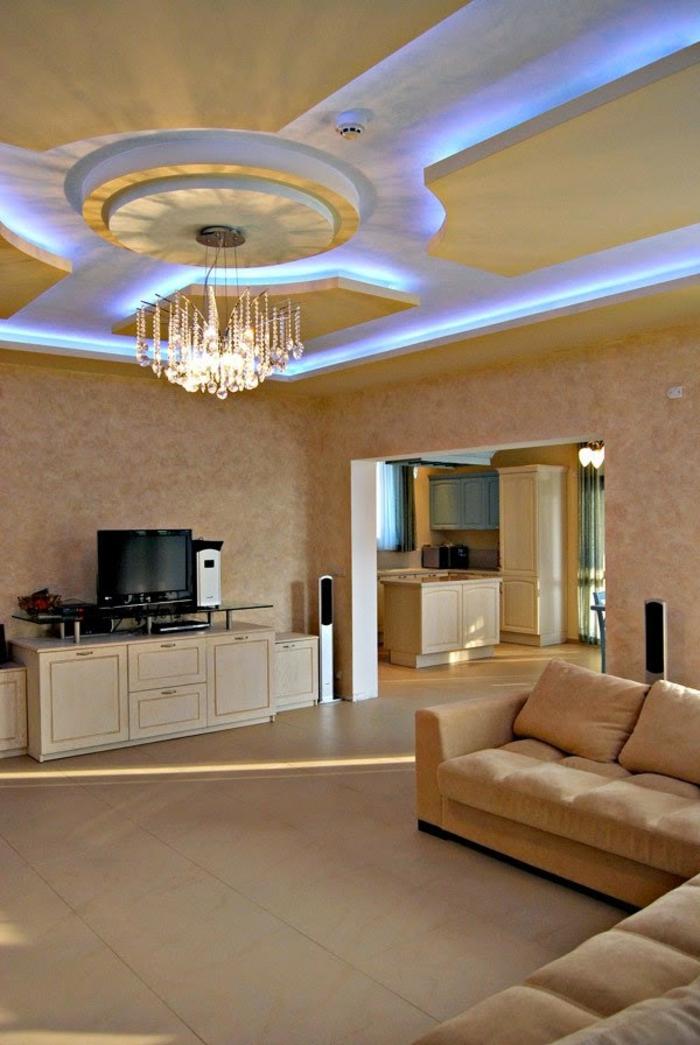 indirekte-beleuchtung-fürs-wohnzimmer-beige-interieur