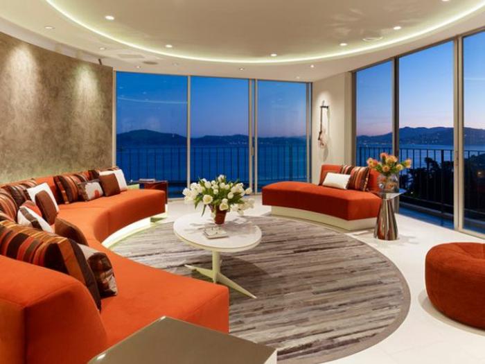 indirekte-beleuchtung-fürs-wohnzimmer-wände-aus-glas