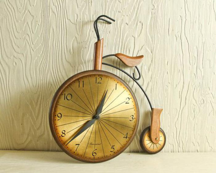 interessantes-vintage-Modell-Wanduhr-Fahrrad-Imitation
