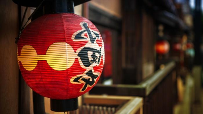 japanische-Laterne-Papierlampe-asiatisch-exotisch-rot-Hieroglyphen