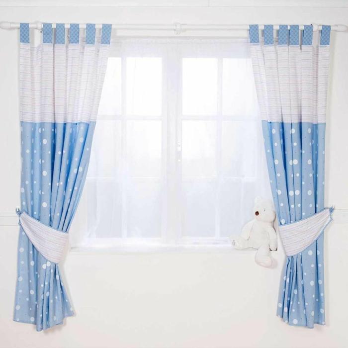 kinder gardinen-in-blau-weiß-wand