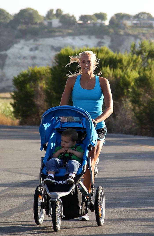 kinderwagen-zum-joggen-mitti-und-kind-haben-spaß-zusammen