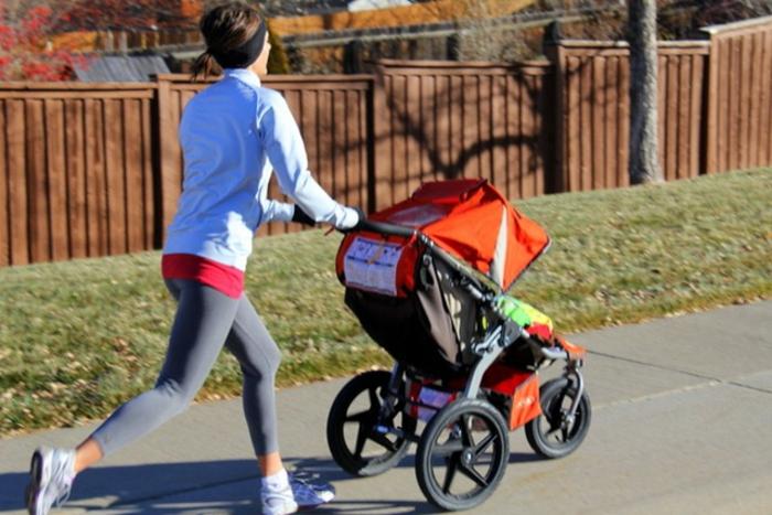 kinderwagen-zum-joggen-sport-machen-für-einen-gesunden-körper