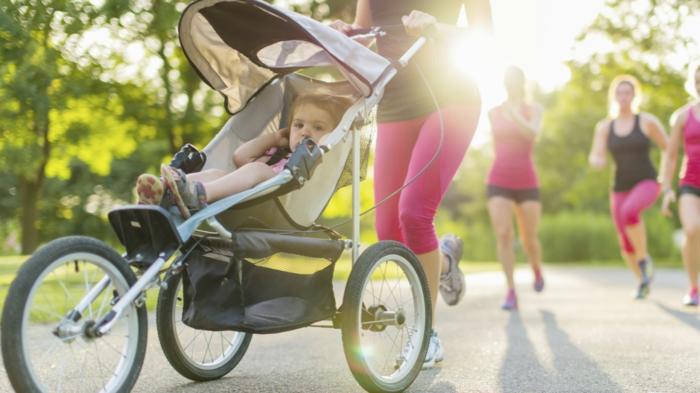 kinderwagen-zum-joggen-viele-junge-mütter-laufen