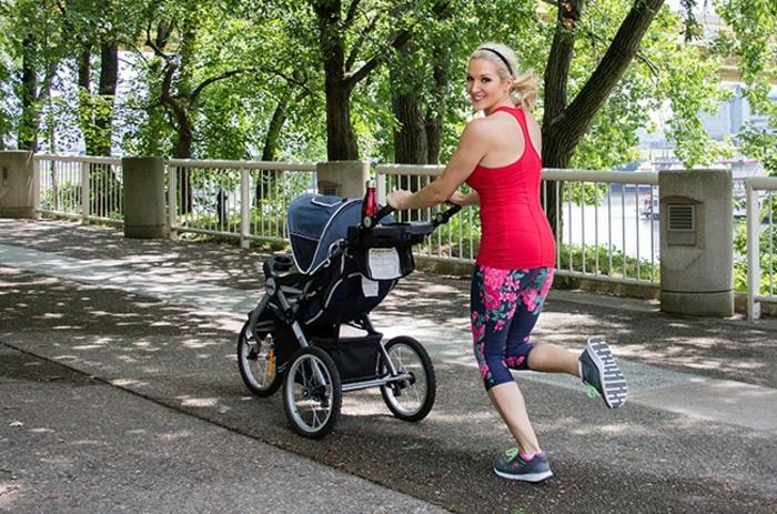kinderwagen-zum-joggen-wunderschöner-spaziergang