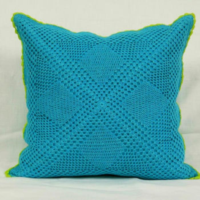 kissen-in-türkis-farbe-quadratische-form