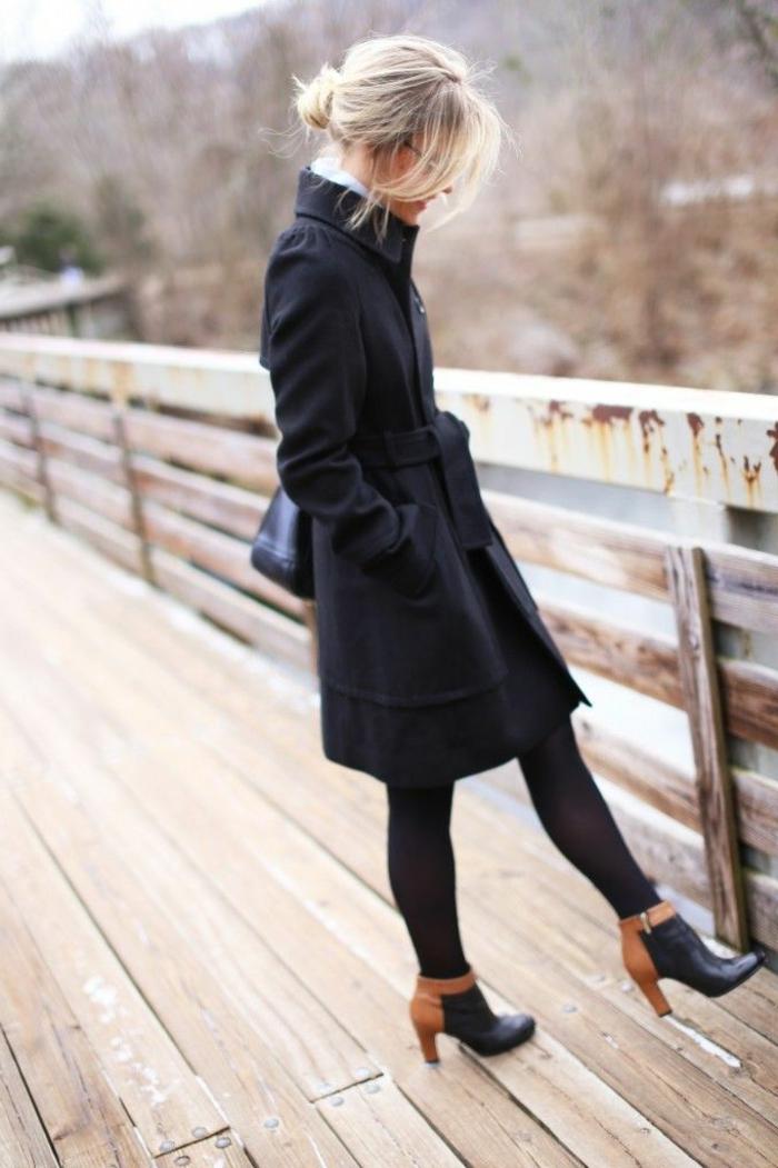 klassisches-Modell-Mantel-Damen-schwarz-Gürtel-Mädchen-Brücke