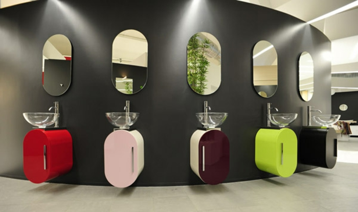 kleine-waschbecken-bunte-modell-mit-ovalen-spiegeln