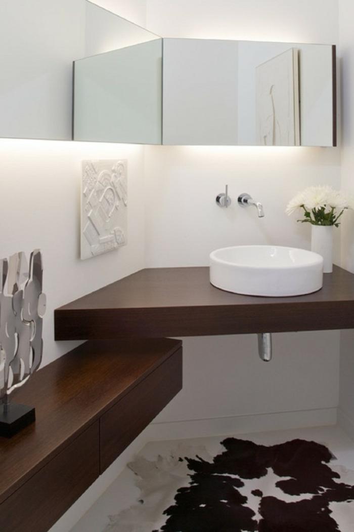 hölzerne gestaltung - kleines waschbecken - indirekte beleuchtung