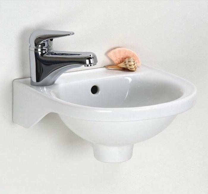 tolles modell waschbecken klein - weiße wand dahinter