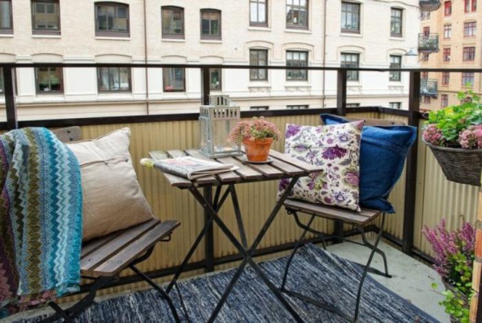 kleiner-balkontisch-interessante-möbel
