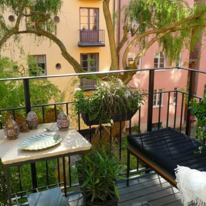 kleiner-balkontisch-tolles-ambiente