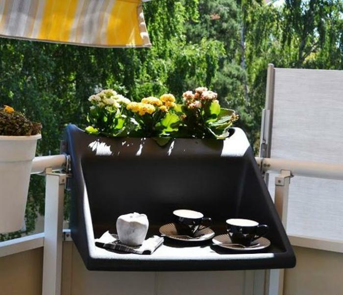 Kleiner Balkontisch für ein gemütliches Ambiente!