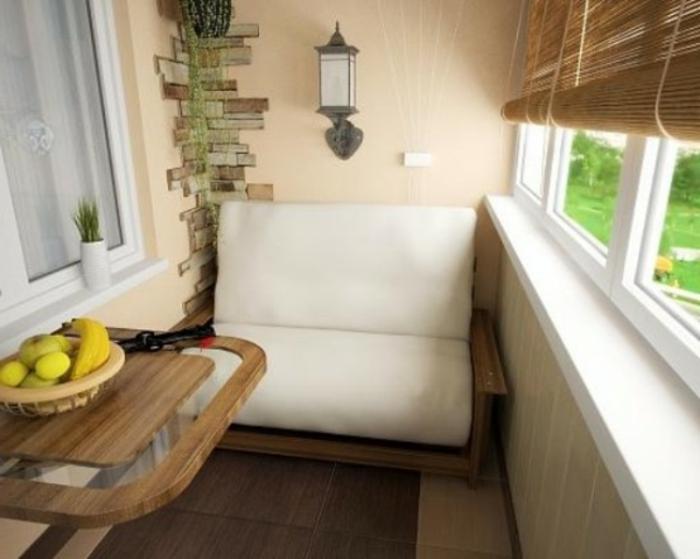 Kleiner Balkontisch Für Ein Gemütliches Ambiente