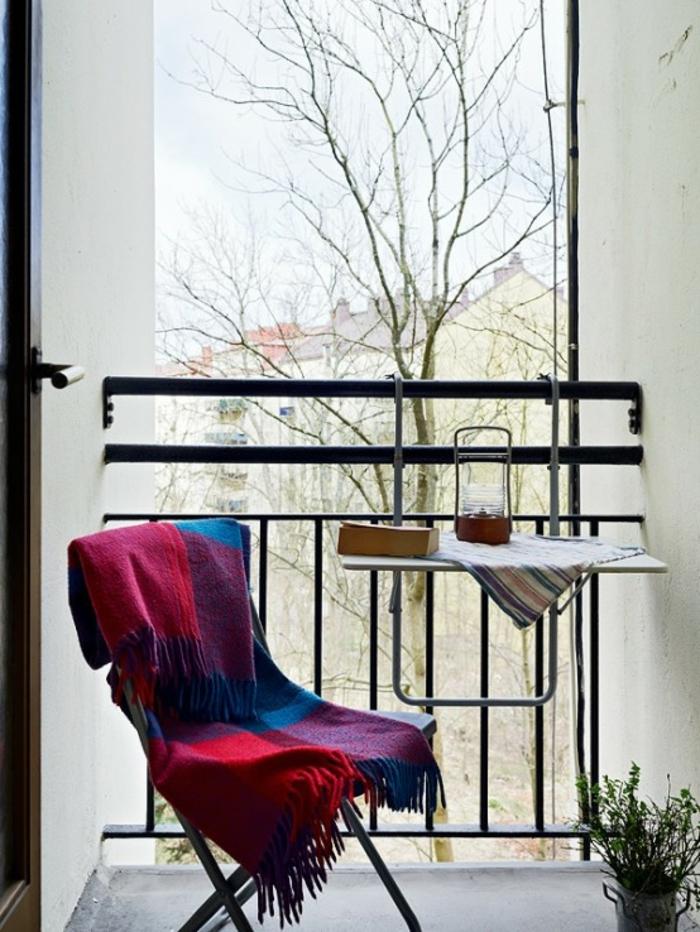 kleiner-balkontisch-wunderschöner-stuhl