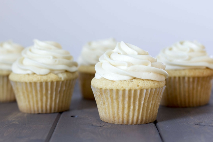 leckere-Cupcakes-Vanille-Creme-super-Idee-Geburtstag