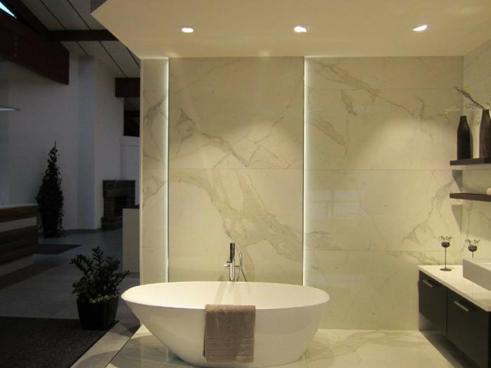 indirekte beleuchtung decke badezimmer innenr ume und m bel ideen. Black Bedroom Furniture Sets. Home Design Ideas