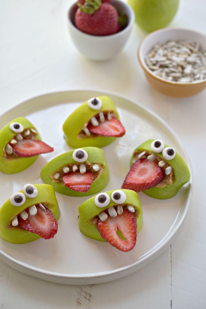 lustinge fingerfood ideen kinderparty schnelle halloween rezepte apfel happen mit erdebeer zuge augen zähne