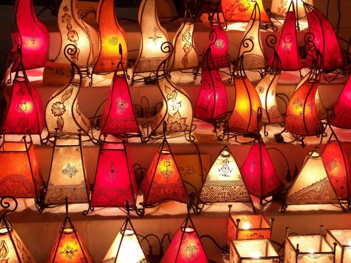 marokkanische-orientalische-Lampen-einzigartiges-Design-grelle-Farben-exotisch-arabisch
