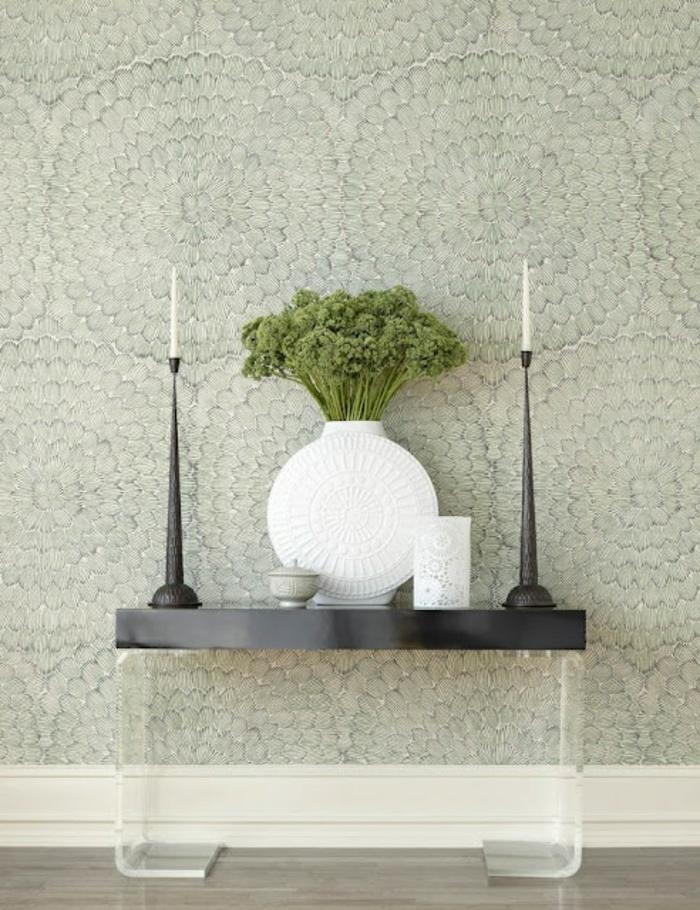 minimalistisches-Interieur-moderne-weiße-Vase-vintage-Kerzenhalter-elegante-Tapeten