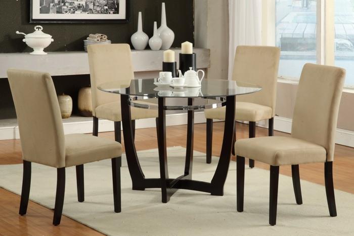 moderne-Esszimmer-Gestaltung-Idee-gläserner-Esstisch-rund-beige-Stühle-Kerzen-Vasen-modernes-Design