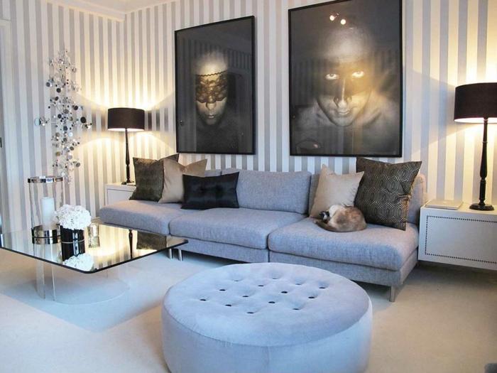 moderne-Wohnzimmer-Gestaltung-graue-Möbel-artistische-Bilder-Tapeten-weiße-graue-Streifen