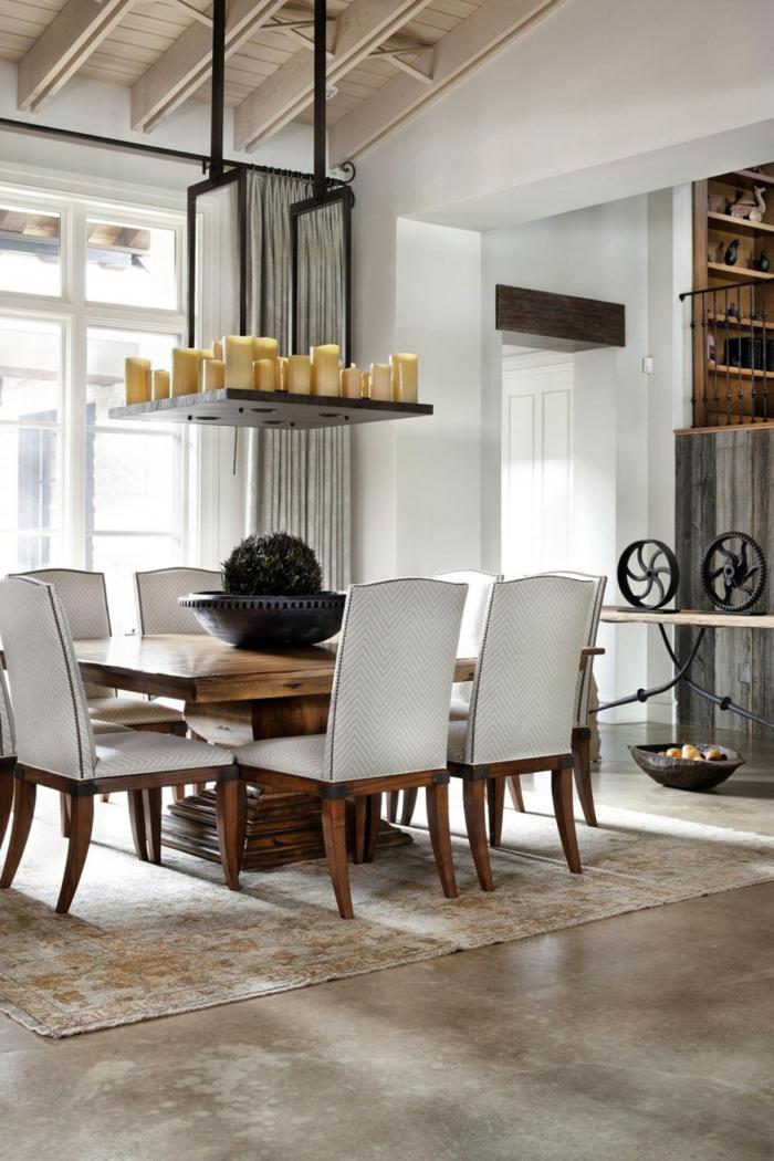 modernes-Interieur-rustikale-Elemente-möbel-landhausstil-Esstisch-stilvolle-Stühle-Textil-viele-Kerzen