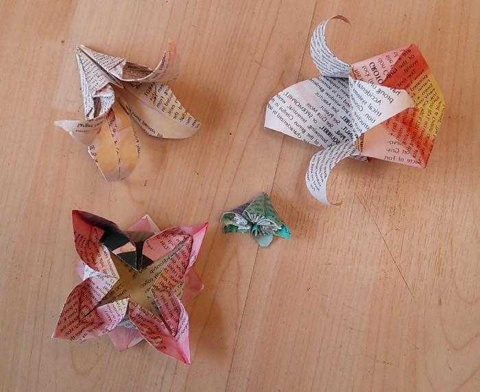 origami-blumen-Zeitung-Papier-handgefärbt